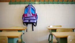 η τσάντα στο σχολείο