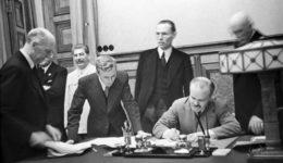 Σύμφωνο Μολότοφ – Ρίμπεντροπ