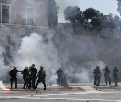 clashes; coronavirus; COVID-19; demonstration; educational; march; police; protest; students; tear gas; tension; Κορωναϊός; ένταση; αστυνομία; δακρυγόνα; δακρυγόνο; διαδήλωση; διαδηλωτές; εκπαιδευτικό; επεισόδια; καταλήψεις; κορονοϊός; κορωνοϊός; μαθητές; μαθητική διαμαρτυρία; πορεία; σχολεία; χημικά;