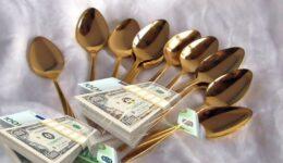 με χρυσά κουτάλια
