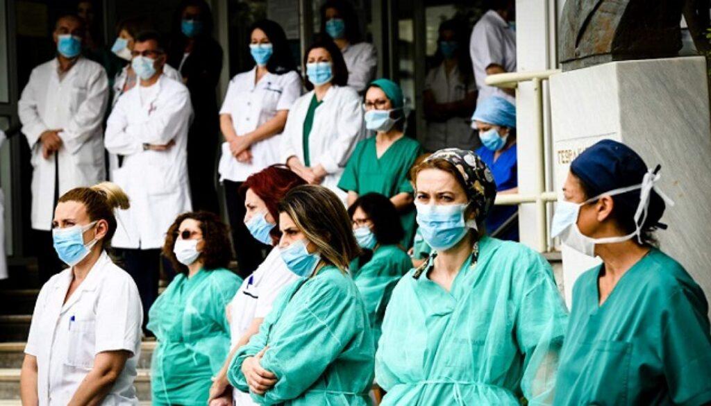 νοσοκομειακοί γιατροί_edited_edited