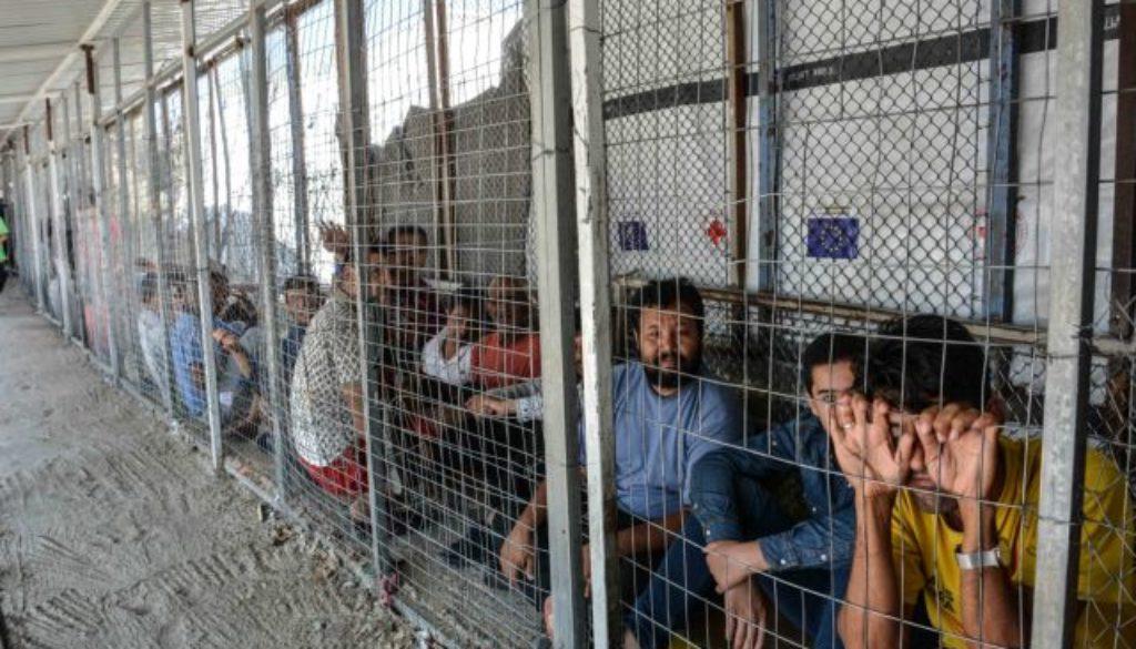 Αποτέλεσμα εικόνας για προσφυγες παπαδες