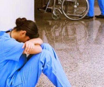 νοσηλεύτρια-burnout overcaring 2.jpg