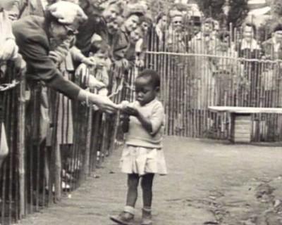 Αυτή η εικόνα δεν έχει ιδιότητα alt. Το όνομα του αρχείου είναι African-girl-in-human-zoo-e1392748580716.jpg