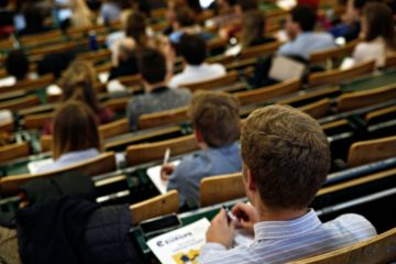 φοιτητές σε αίθουσα