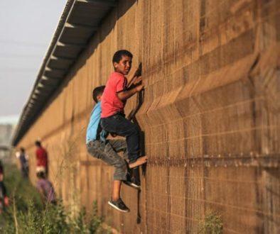 gaza-climbing-fence